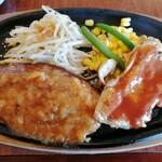栗の里 - 料理写真:BBQチキン&ハンバーグ(ハーフ) 759円 + お手軽コンソメセット(ライスとスープ) 220円