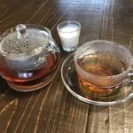 染めカフェ KIKYU - 有機茶葉ティー ポットで提供