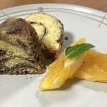 染めカフェ KIKYU - マーブルケーキ オレンジを添えて