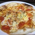 カフェ&シーフードバルべセル - 海老とフレッシュトマトのピッツァ