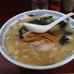ラーメン マキタ - 豚骨750円+チャーシュー200円