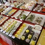 杵屋 - 店内(上生和菓子も豊富・・・)