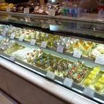 杵屋 - 店内(洋菓子も豊富にあります~)