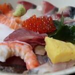 127557813 - 海鮮丼(定食1100円単品900円)