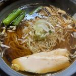 鶏々 - 料理写真:鶏清湯醤油ラーメン 大盛 700円