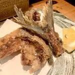 産直青魚専門 池袋 御厨 - 骨せんべい
