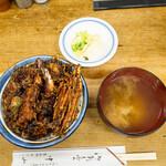 127570596 - 天丼、味噌汁、漬物
