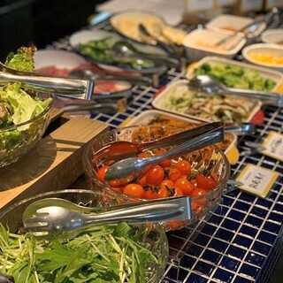 野菜不足の毎日に、サラダビュッフェランチはいかがでしょうか♪