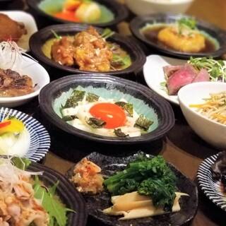 ちょっとずつがちょうどいい♪小皿料理豊富にご用意¥380~