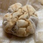 127586512 - くるみパン   100円(税抜)