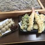 そば処おにひら - おにひら、海老と野菜の天ぷら、そば団子。