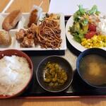 どん亭 - サラダ惣菜バー定食2020.03.17
