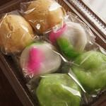 ㈲佐藤菓子店 - 茶色と緑色の饅頭食べてない