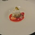 リストランテ カノフィーロ - ピスタチオのパンナコッタと苺、牛乳のグラニータ
