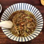 中嶋飯店 - 味付きヒキ肉野菜炒め正油ラーメン 700円