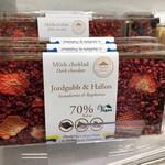 ラ・プレシューズ - 苺と木苺のチョコレート 包装紙の柄かと思ったら本物のドライフルーツだった