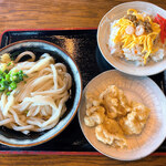 エコランド鵜足津 - 料理写真:かけうどん(大)&とり天&ちらし寿司