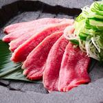 とんとん侍 - 「朝挽き豚たん刺し 380円」    ねぎを巻いて、さぁ召し上がれ!
