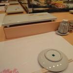 なかや寿司 - テーブルセット