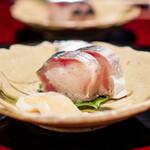 鉄板焼き いわ倉 - 豊後水道の鯖の棒寿司  鮑