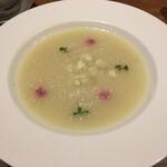 127626880 - 真珠パウダーと燕の巣コラーゲン入りカリフラワーのスープ