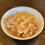 麺飯店 俵飯 - 料理写真:カラアゲ&うま玉子焼飯 並の小(900円)
