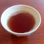 アダン食堂 - 待ち時間にお茶をいただきました