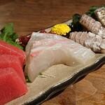 魚屋ひでぞう - 刺身盛合せ 本マグロ、真鯛、シャコ、太刀魚炙り