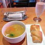 127649475 - 野菜たっぷりスープ&フォカッチャと黒糖パン