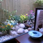 季節料理池宮 - 個室から見える庭