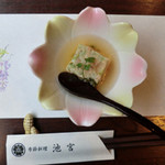 季節料理池宮 - もえぎコース:付きだし(桜海老のしんじょう)