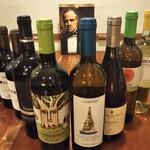 イタリア郷土料理 エヴィーバ! - ドリンク写真:イタリア各地の郷土ワインを揃えています。