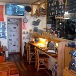 イタリア郷土料理 エヴィーバ! - モニターでイタリアの映像を流しています。