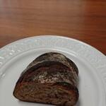 127655665 - チョコとピールのパン、ハーフ600円!                       高いけど、すっごく、おいしかった!!!