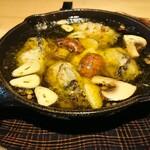 静岡おいしんぼ処 しずおかばっかぁ - 牡蠣のアヒージョ
