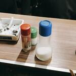 ニューカヤバ - 焼き鳥用の塩と七味と山椒