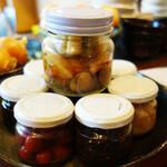 おぶぶ - 小鉢(塩辛や明太子などご飯のお供)8種