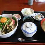 魚屋の寿司 東信 - 本まぐろユッケ丼定食です☆ 2020-0318訪問