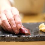江戸前 鮨 服部 - 赤身のヅケ