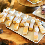 NAAK CAFE - チーズケーキ@粘度のあるみっちり重厚チーズケーキ。ボトムはクッキークランブル