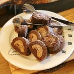 NAAK CAFE - ショコラロールケーキ@ビターなチョコクリームたっぷりのふわふわしっとりロールケーキ