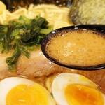 横浜家系ラーメン 力道家 - 料理写真:塩っぱさが際立つスープ