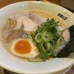 ヒキュウ - 料理写真:鶏白湯魚介濃縮らーめん