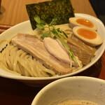 ヒキュウ - 鶏白湯魚介濃縮つけ麺
