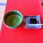 御薬園 - 料理写真:抹茶と胡麻羊羮