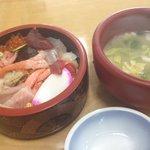 寺泊中央水産 まるなか - 限定30食の海鮮ちらし丼