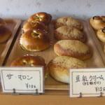 欧風パン・洋菓子 アーモンド - 料理写真:ザ・マロンと豆乳クリーム どちらも126円