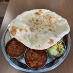 インド料理 Vicky - Bセット(キーマvvh、日替→ナスとチキンvvh )