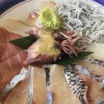 ととんちゅう - 海鮮丼1100円 縞鯵、赤身、カンパチ、ホタルイカ、釜揚げシラス
