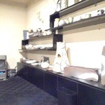 12768834 - 南幌窯の焼き物が並ぶ店内